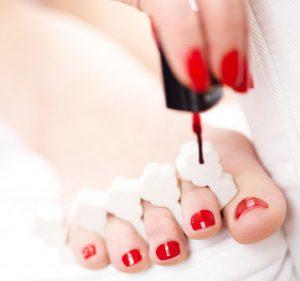 paznokcie malowane w stylu hybrydowym